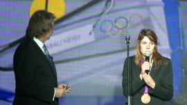 Jan Kulczyk zwraca medal windsurferce - zdjęcia