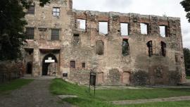ruiny Zamku w Ząbkowicach Śląskich - sierpień [przebitki]