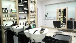 Salony fryzjerskie w czasie lockdownu [przebitki]