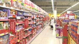 Zakupy świąteczne, ozdoby choinkowe, słodycze, hipermarket [zdjęcia wideo]
