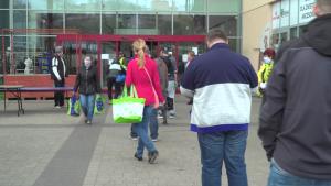 Bazar w Warszawie, zakupy podczas pandemii koronawirusa - kwiecień 2020