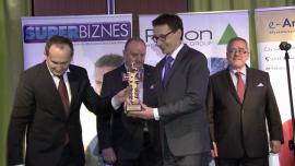 Wręczenie Nagrody Finansista Roku 2012 ministrowi skarbu Mikołajowi Budzanowskiemu - przebitki