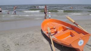 plaża w Krynicy Morskiej, ratownicy WOPR, morze [przebitki] - lato