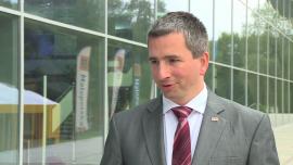 Minister finansów: niewielkie ożywienie w gospodarce i bardzo niska inflacja utrudniają tworzenie budżetu