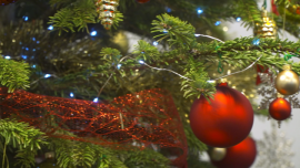 Święta Bożego Narodzenia - przystrojona choinka [przebitki]