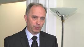 Przewodniczący KNF: Powrotu do kredytów walutowych na razie nie będzie