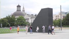 Plac Piłsudskiego w Warszawie, Pomnik Ofiar Tragedii Smoleńskiej 2010 roku, pomnik Józefa Piłsudskiego - lipiec [przebitki]