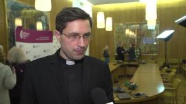 Blisko 40 proc. Polaków uczestniczy w niedzielnych mszach świętych. Liczba udzielanych chrztów i ślubów spada, głównie przez demografię