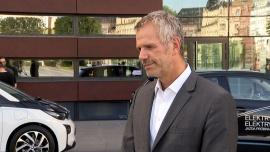 Elektryczne samochody i nowe technologie mogą rozwiązać problemy drogowe polskich miast. Trendy wyznaczają europejskie metropolie