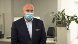 Coraz więcej Polaków decyduje się wykonać badania na COVID-19 w prywatnych placówkach medycznych. Na rynek weszły właśnie o połowę tańsze testy genetyczne