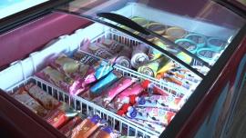 Pandemia zmieniła rynek lodów. W tym roku Polacy znacznie częściej kupują te w większych opakowaniach [DEPESZA]