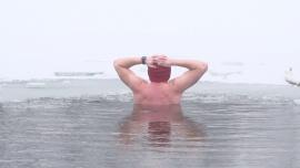 Morsowanie w Jeziorku Czerniakowskim w Warszawie - styczeń, 2021 r. [przebitki]