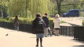 Ogród Saski w Warszawie, otwarte parki - epidemia koronawirusa [przebitki]