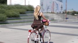 Skokowy wzrost popularności rowerów. Polacy coraz częściej wybierają je zamiast samochodów [DEPESZA]