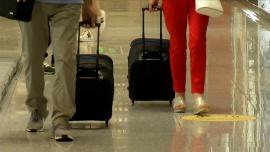 Polacy ostrożnie planują urlopy. Prawie 40 proc. przeznaczy na ten cel mniej niż zwykle [DEPESZA]