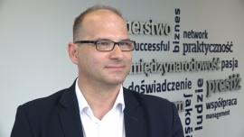 Ponad połowa firm w Polsce musi ograniczać inwestycje przez braki kadrowe. Przedsiębiorstwa coraz częściej inwestują w swój wizerunek, by przyciągnąć pracowników
