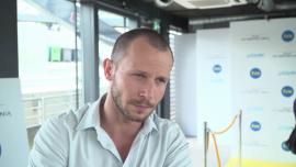 """Mateusz Banasiuk: zostałem aktorem, żeby pracować w takich serialach jak """"Pod powierzchnią"""""""