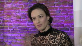 Magdalena Różczka namawia do profilaktyki raka piersi i samobadania w domu specjalnym urządzeniem