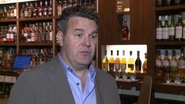 Rozcieńczanie whisky wodą źródlaną wydobywa bogactwo smaków szkockiego trunku i łagodzi jego ostry smak
