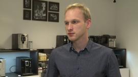 Osobom pijącym czarną kawę wystarczy prosty ekspres automatyczny. Bardziej skomplikowanego urządzenia potrzebują miłośnicy latte