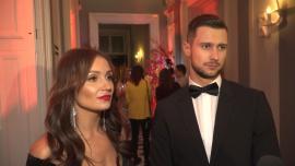 Sylwia Madeńska i Mikołaj Jędruszczak marzą o pracy w telewizji. Ona chciałaby być prezenterką, a on komentatorem sportowym