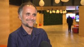 Artur Rojek: Gram w każdym mieście podwójne koncerty, bo sale mogą być wypełnione w 50 procentach