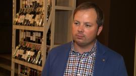 Polacy kupują wino już nie tylko na specjalne okazje. Największą popularnością cieszą się trunki z Nowego Świata i polski cydr