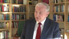 Prof. S. Gomułka: W 2016 r. zastrzyki finansowe od NBP i sieci komórkowych uratują finanse państwa przed nadmiernym deficytem. W 2017 r. rząd będzie musiał ograniczyć obietnice