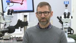 Polscy naukowcy badają interakcje koronawirusa z ludzkimi komórkami. Chcą umożliwić szybsze testowanie leków Wszystkie newsy