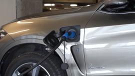 Superszybka ładowarka połączona z magazynem energii przyspieszy rozwój elektromobilności. Ma łączyć niskie stawki za kWh ze stosunkowo niewielkim kosztem inwestycji [DEPESZA]