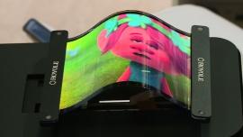Pierwsze elastyczne wyświetlacze debiutują na rynku w gadżetach do noszenia. Technologia będzie wykorzystana również w walce z łysieniem i wypadaniem włosów