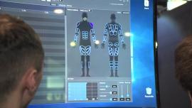 CES 2019: Skafander pozwoli się całkowicie zanurzyć w wirtualną rzeczywistość. Będzie symulować temperaturę otoczenia oraz imitować bodźce odbierane przez skórę