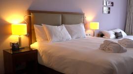 Innowacyjne lampy skutecznie zabijają koronawirusa i dezynfekują powierzchnie. Czujniki ruchu pozwalają zastosować je w hotelach [DEPESZA]