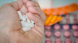 Czy ubezpieczenie zdrowotne pomoże przy braku leków w aptekach?