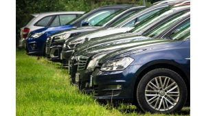 Zdarza się, że wypożyczalnie aut stosują ,,haczyki . Jak ich uniknąć?
