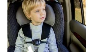 Jak przetrwać z dzieckiem podróż w aucie? Pomogą specjalne akcesoria Biuro prasowe