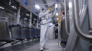 Wirus szaleje, a autobusy i tramwaje jadą dalej
