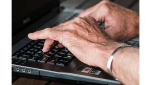 Przez koronawirusa lepiej załatwiać wszystko przez Internet. A co z seniorami?