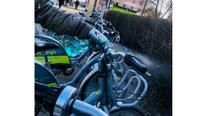 Poruszaj się bezpiecznie rowerami miejskimi!
