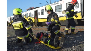 Ewakuacja pasażerów z pociągu Kolei Dolnośląskich