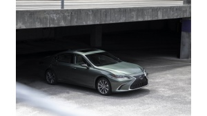 Lexus coraz mocniejszy na największym rynku motoryzacyjnym świata