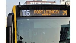 MPK pisze po angielsku. Nowe komunikaty na miejskich autobusach