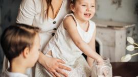 Co robić z dziećmi w domu? Wspólnie pieczmy słodkości! Biuro prasowe