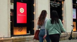 Reklama DOOH i jej wpływ na pokolenie Millenialsów