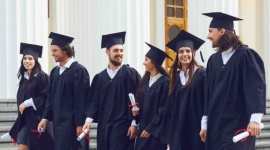 Czy tytuł zawodowy gwarantuje przyszłość na współczesnym rynku pracy?