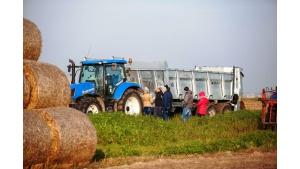 Maszyny Cynkometu w polu. Pokazy dla rolników Biuro prasowe