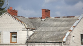 Na co zwrócić uwagę wymieniając dach pokryty azbestem?