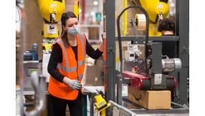 Amazon rekrutuje i podnosi pensje dla pracowników