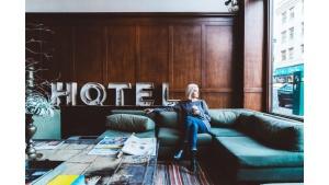 W minionym roku działalność w Polsce zawiesiło 10 000 hoteli i ponad 400 biur po