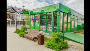 Żabka na wakacje: w miejscowościach turystycznych działa 80 sklepów sezonowych Biuro prasowe